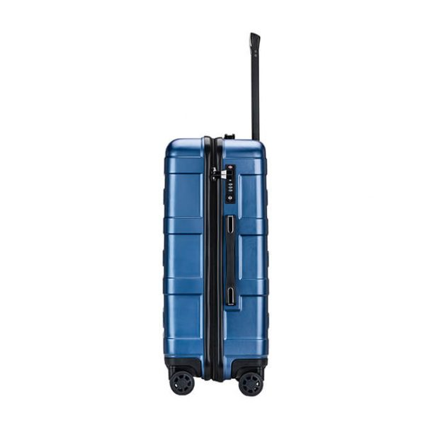 hard shell carry on luggage·